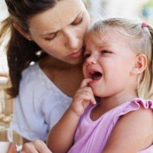 У детей 3-х лет начало стоматита сопровождается болезненностью во рту
