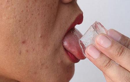 Глоссит языка приносит дискомфорт и чувство жжения